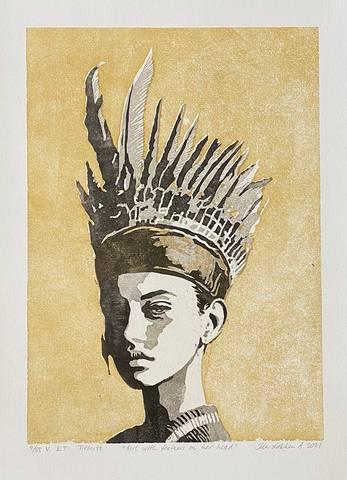 Bilde av Girl with feathers on her head (gul variant) av Ida Løkken
